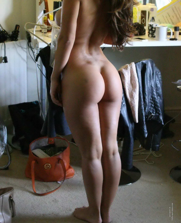 Casual girls nude ass 03412