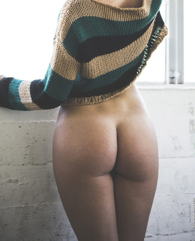 Beautiful naked ass 00237