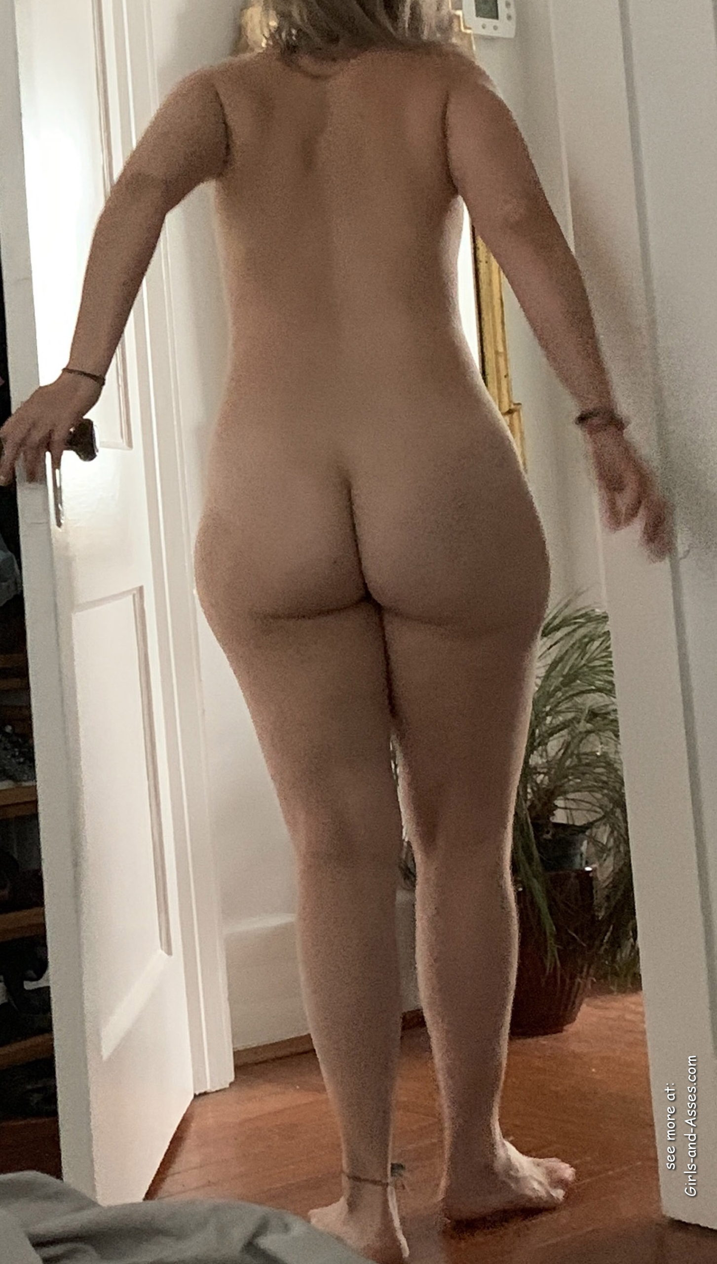 naked milf ass photo 02136 scaled