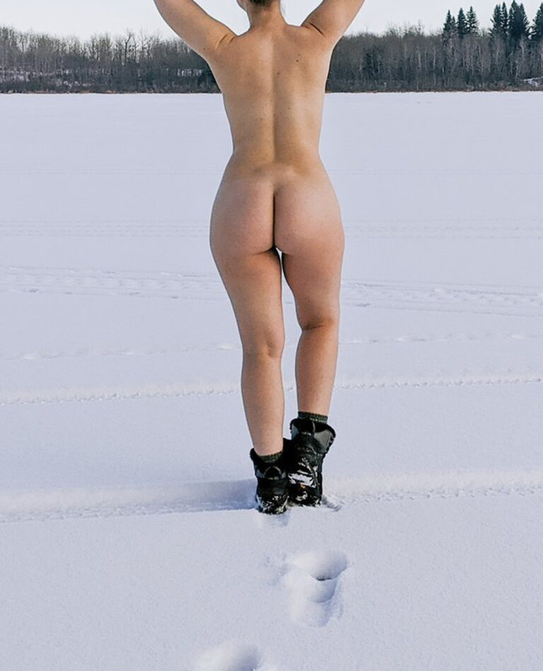 Winter and snow and naked girl with onion booty photo 00651