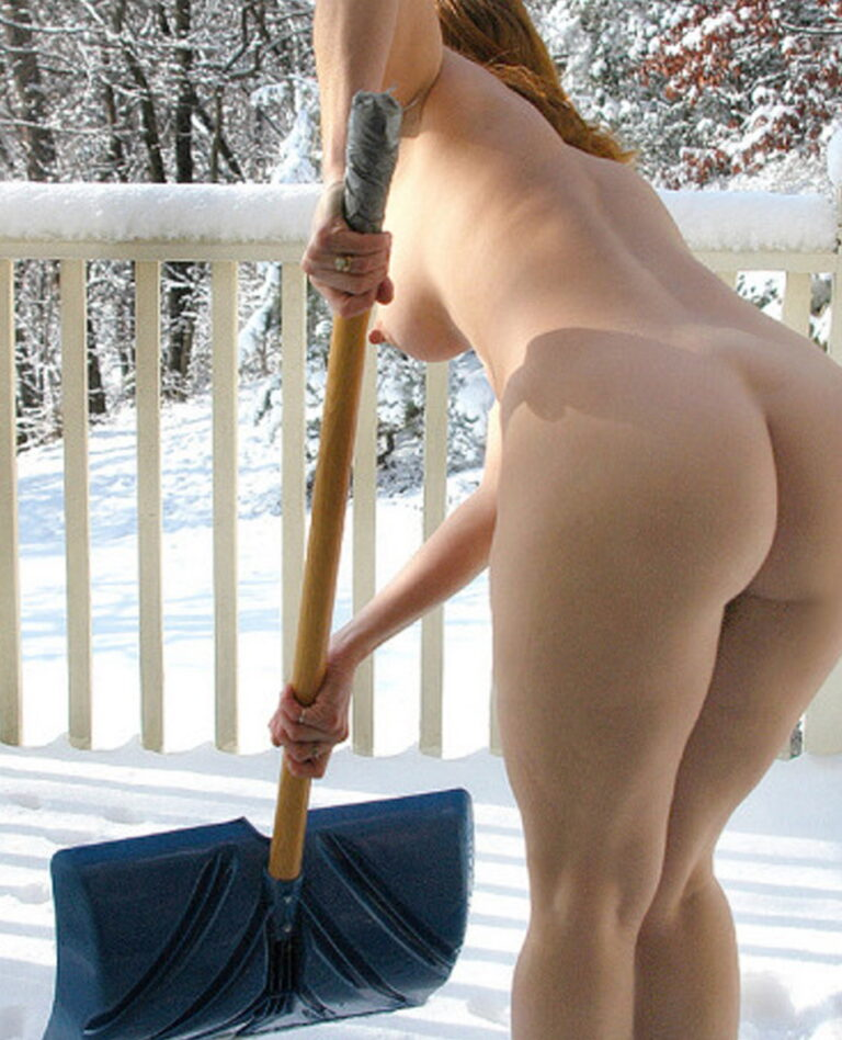 Winter and snow and naked girl with onion booty photo 01452