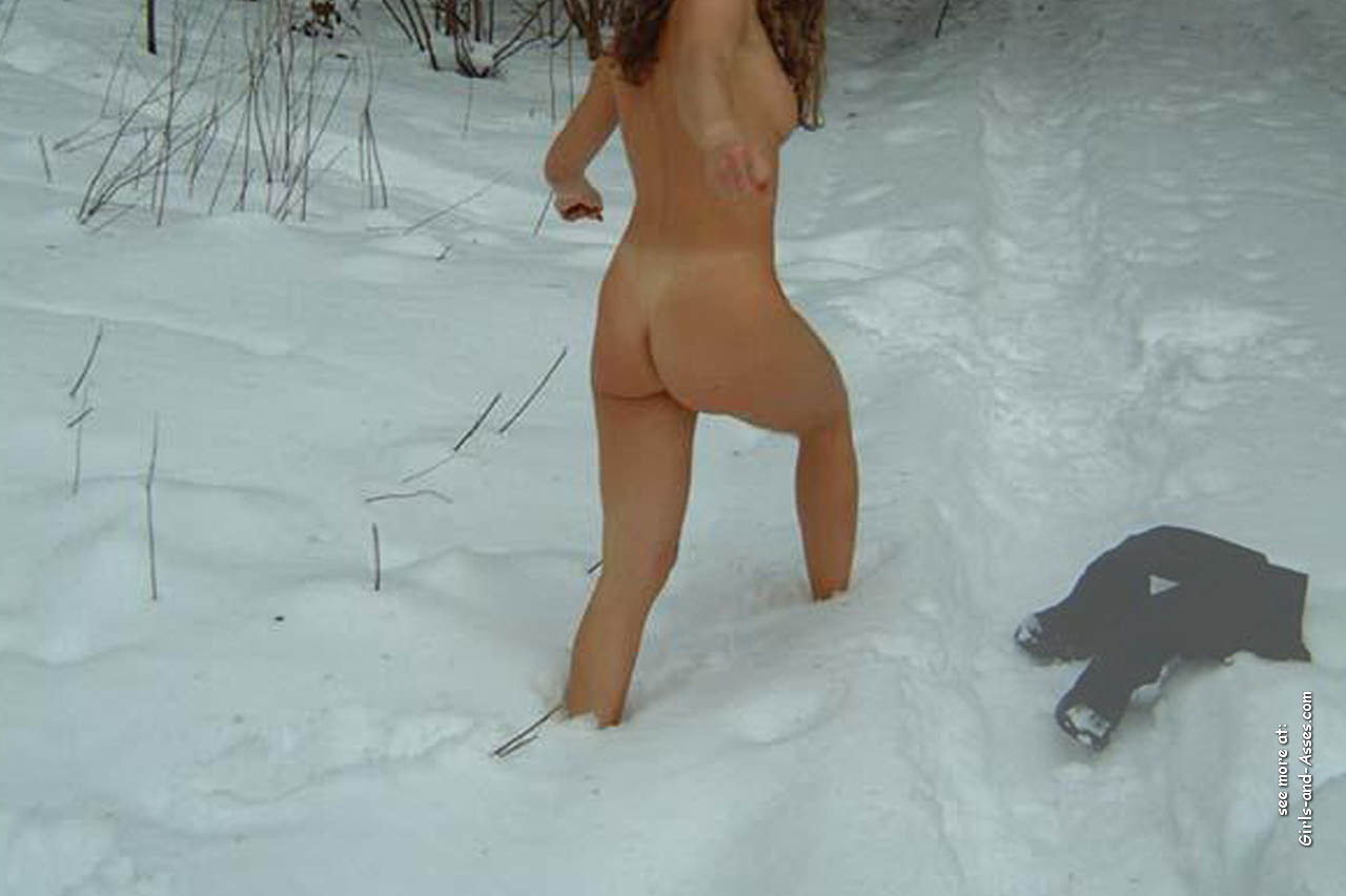 winter and snow and outdoor freezing casual naked girl 00221