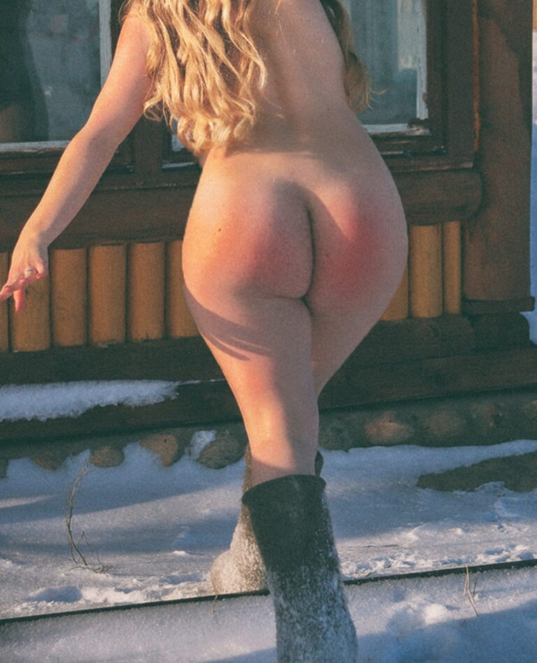 Winter and snow and outdoor freezing naked girl with big ass 00858