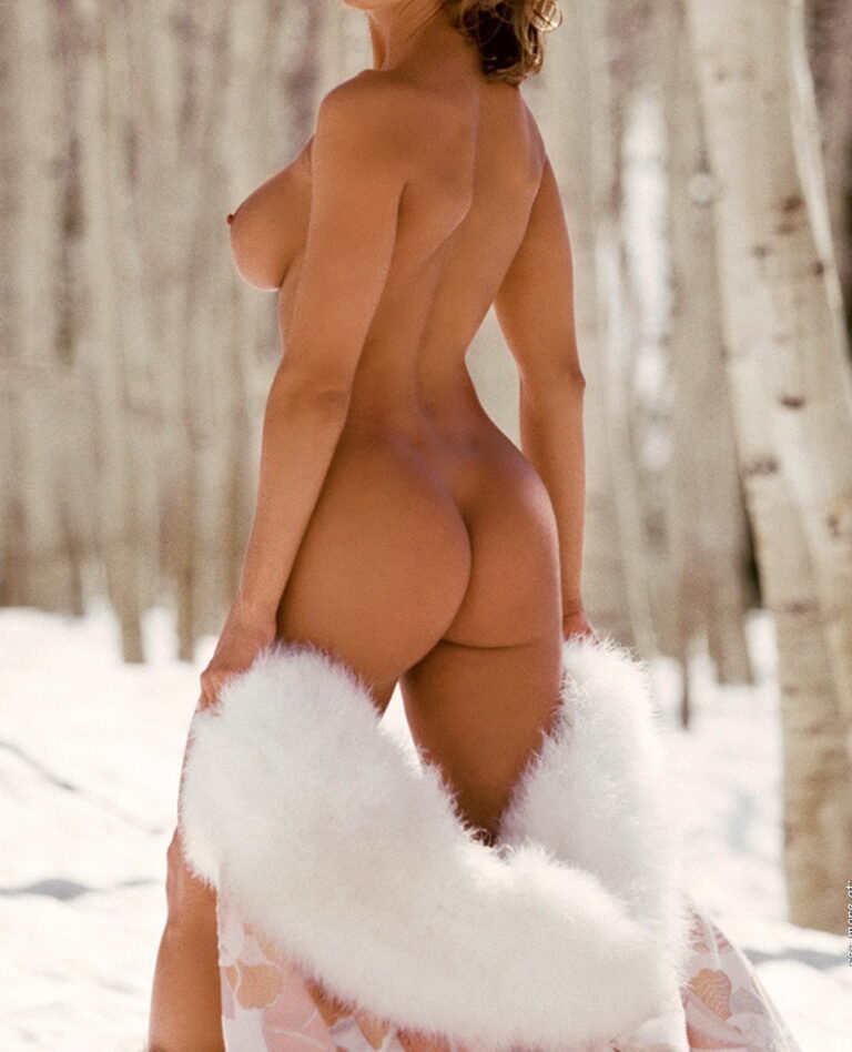 Winter and snow and outdoor freezing naked girl with delicious ass 01010