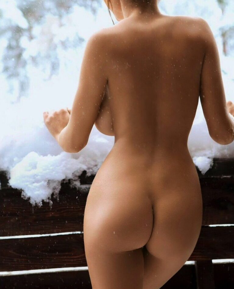 Winter and snow and outdoor freezing naked girl with delicious ass 01210