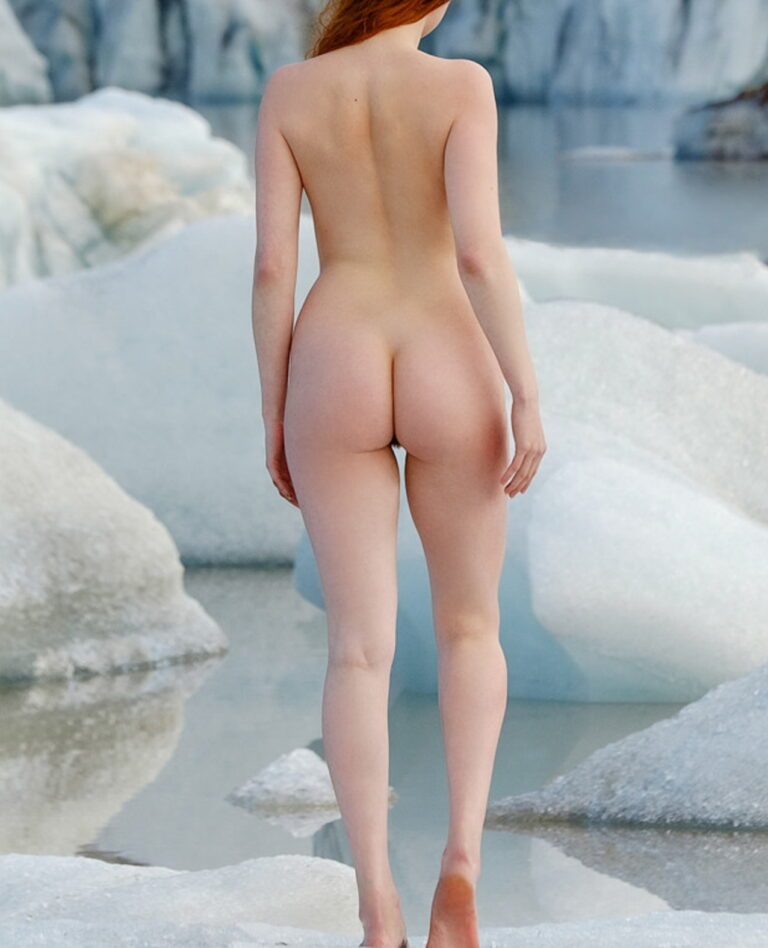 Winter and snow and outdoor freezing naked girl with delicious ass 01711