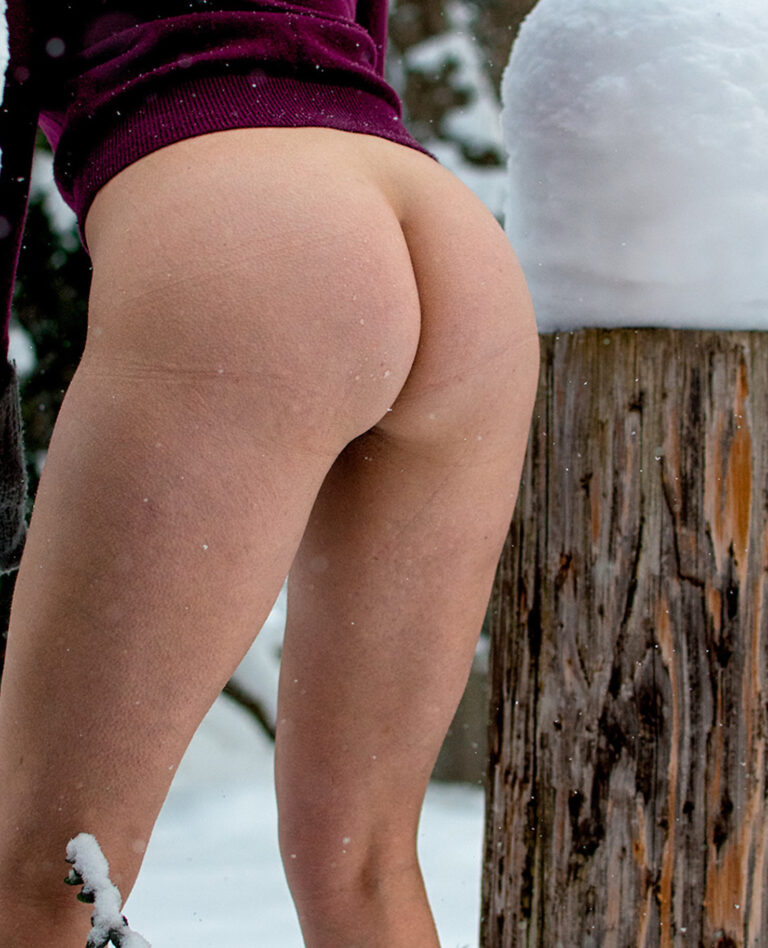 Winter and snow and outdoor freezing naked milf 00735