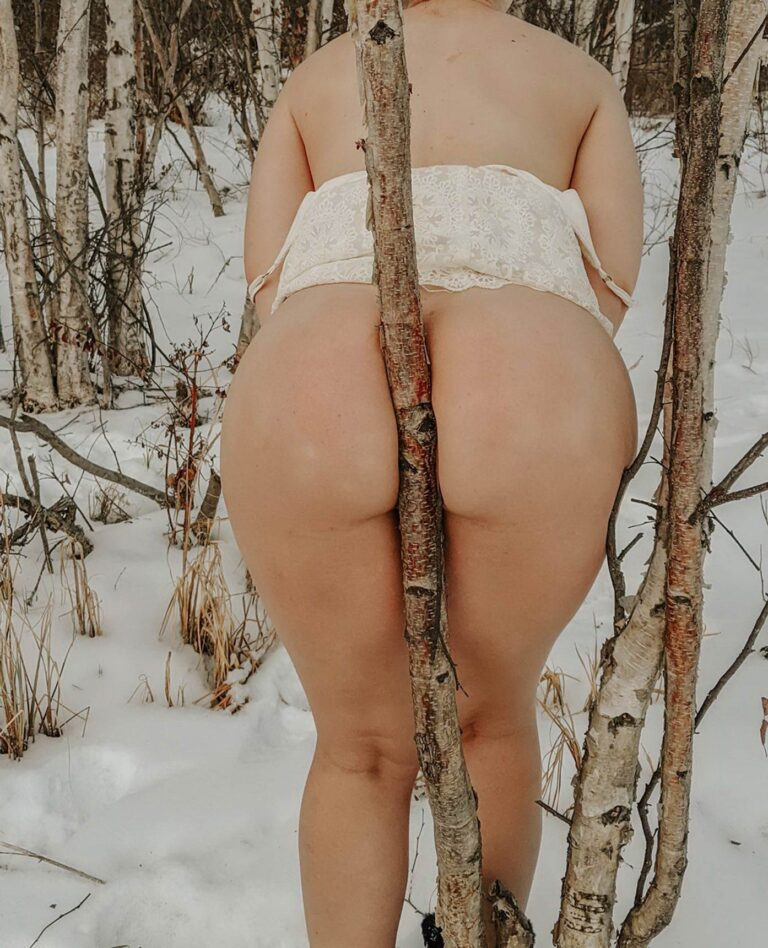 Winter and snow and outdoor naked mom 00723