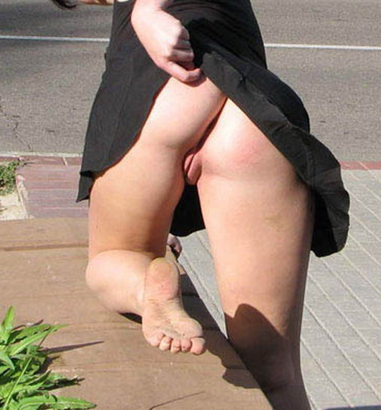 Butts in nature naked woman on highway photo 04349