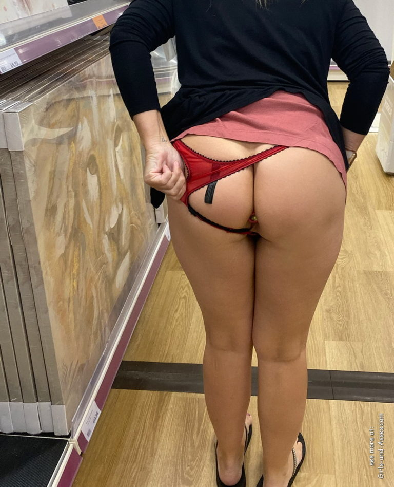 Nude shopping photo girl shows ass in store 00202