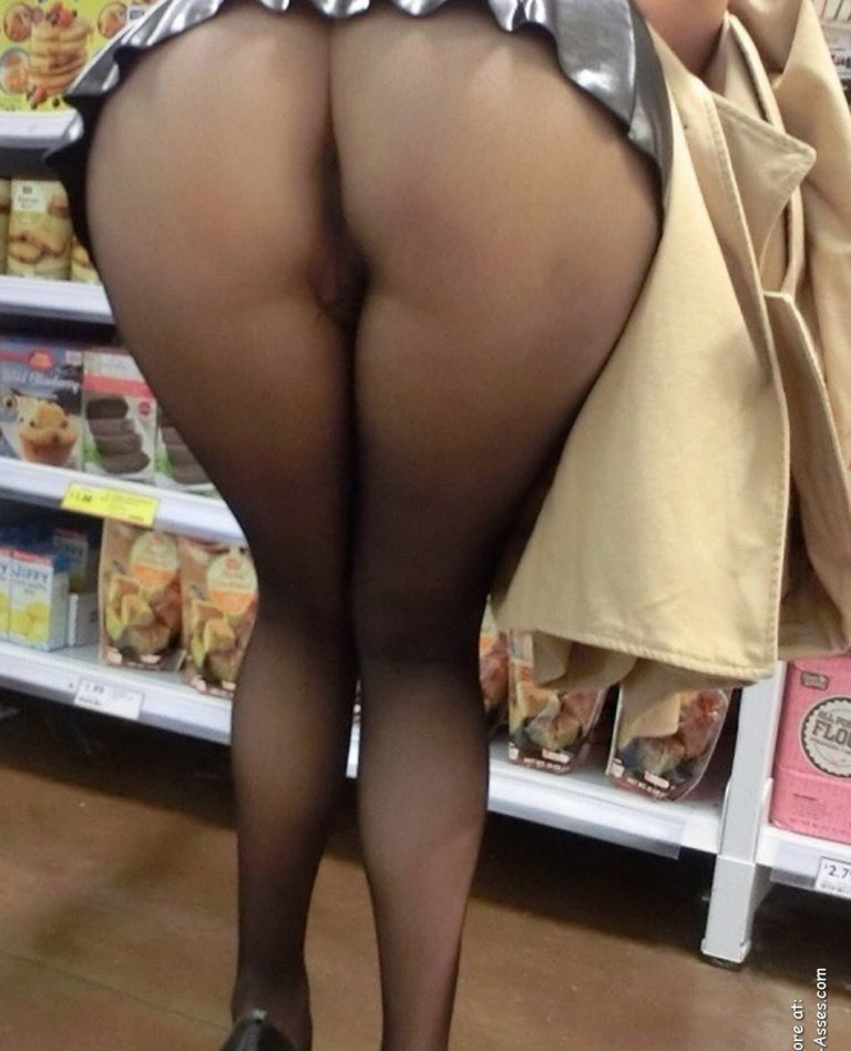 Nude shopping photo girl shows ass in store 00958