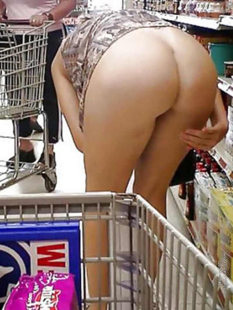 nude shopping photo girl shows ass in store 02554