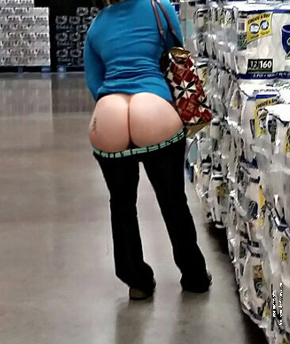 nude shopping photo girl shows ass in store 02609