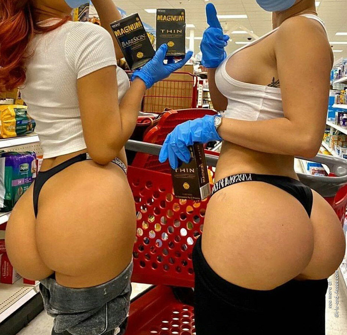 nude shopping photo girl shows ass in store 02934
