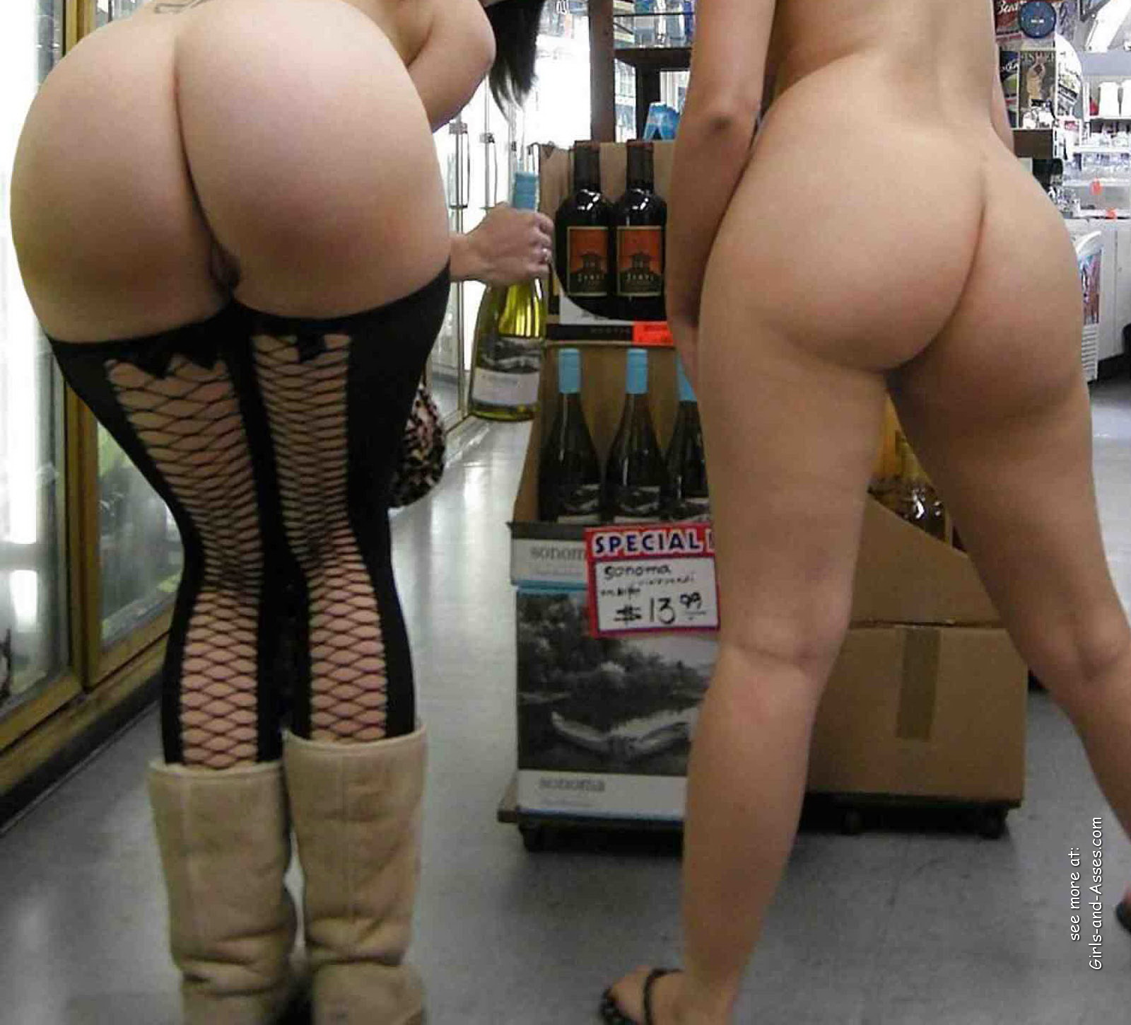Girls Showing Ass Naked