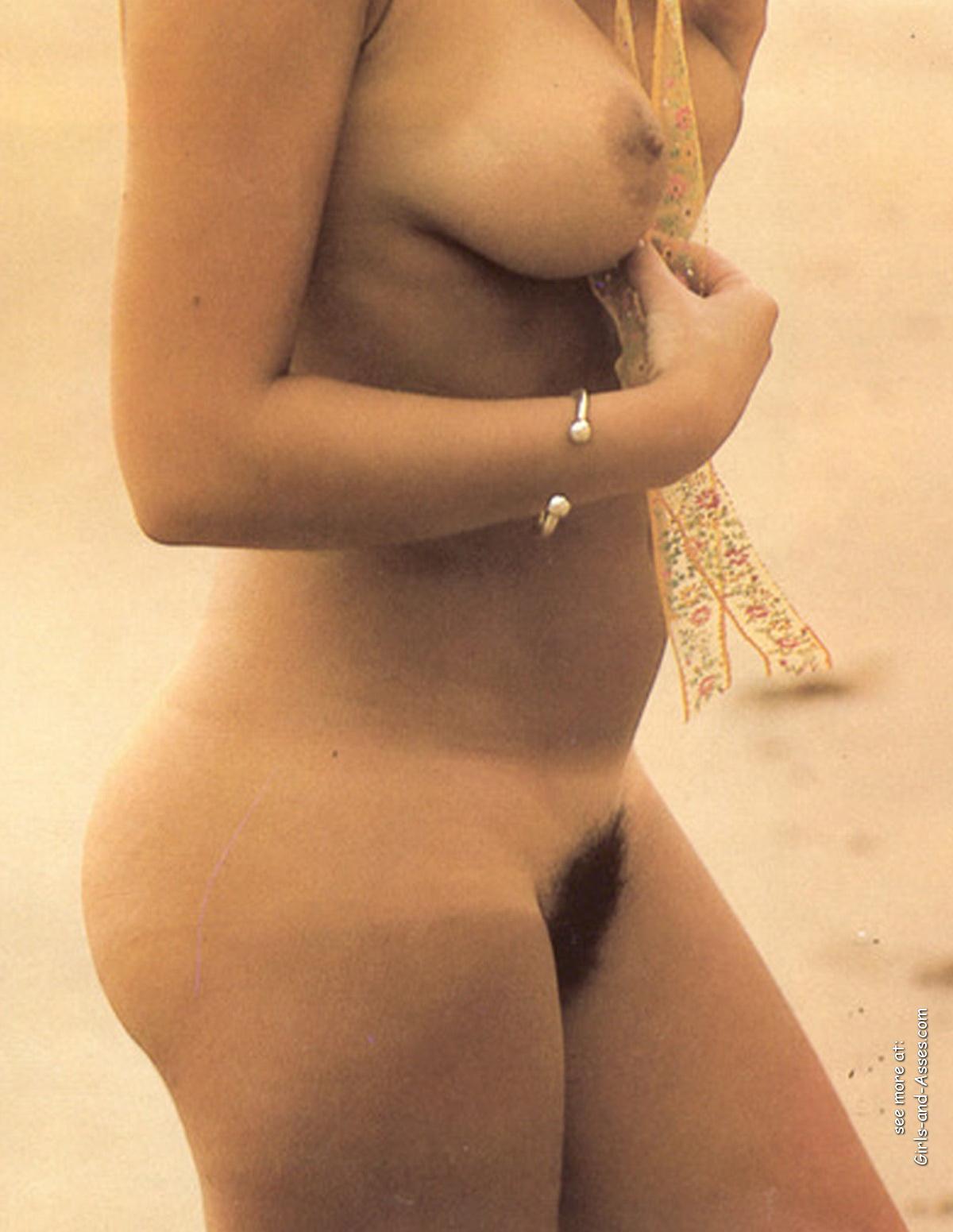 amatuer nude girl at the beach photography 00422