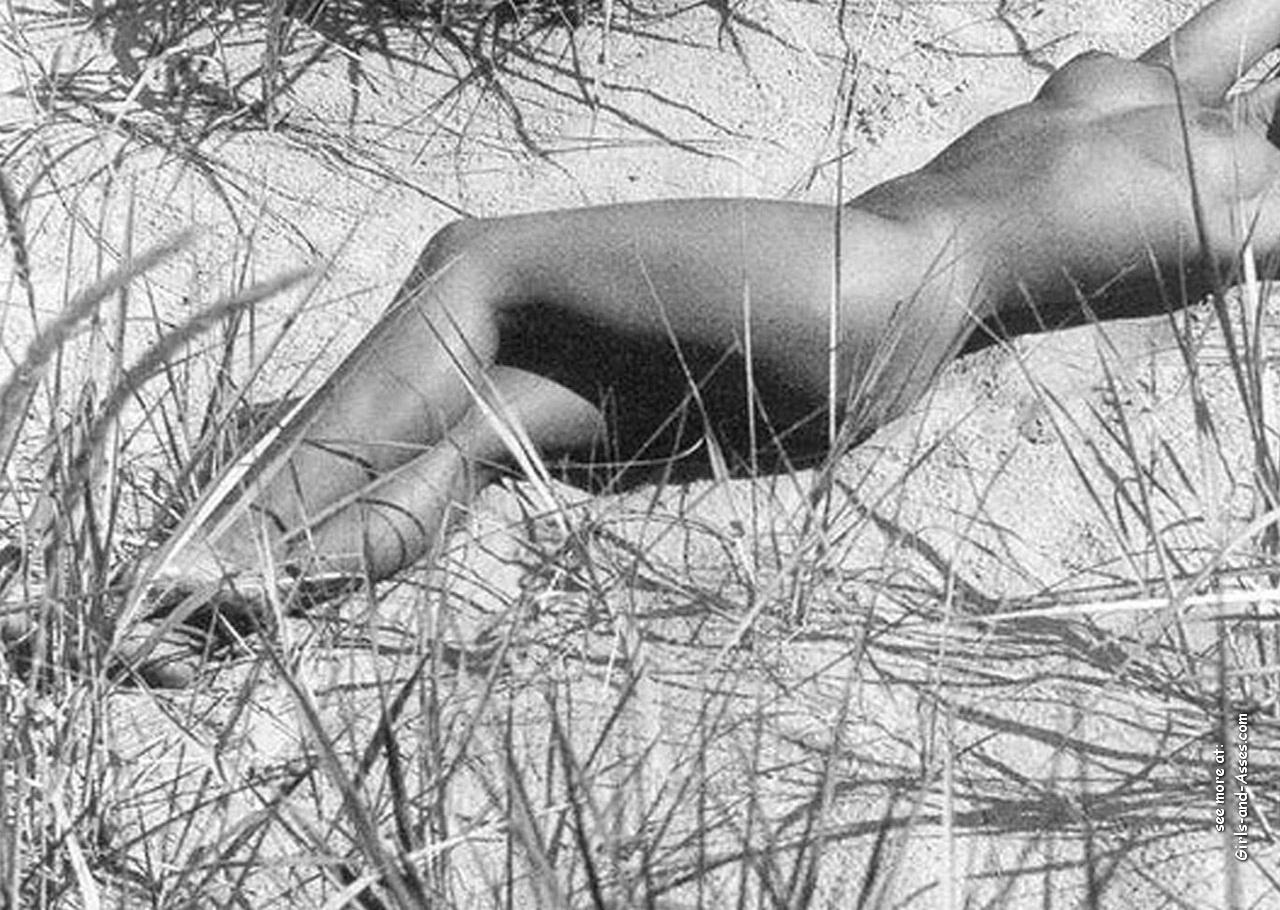amatuer nude girl at the beach photography 00722