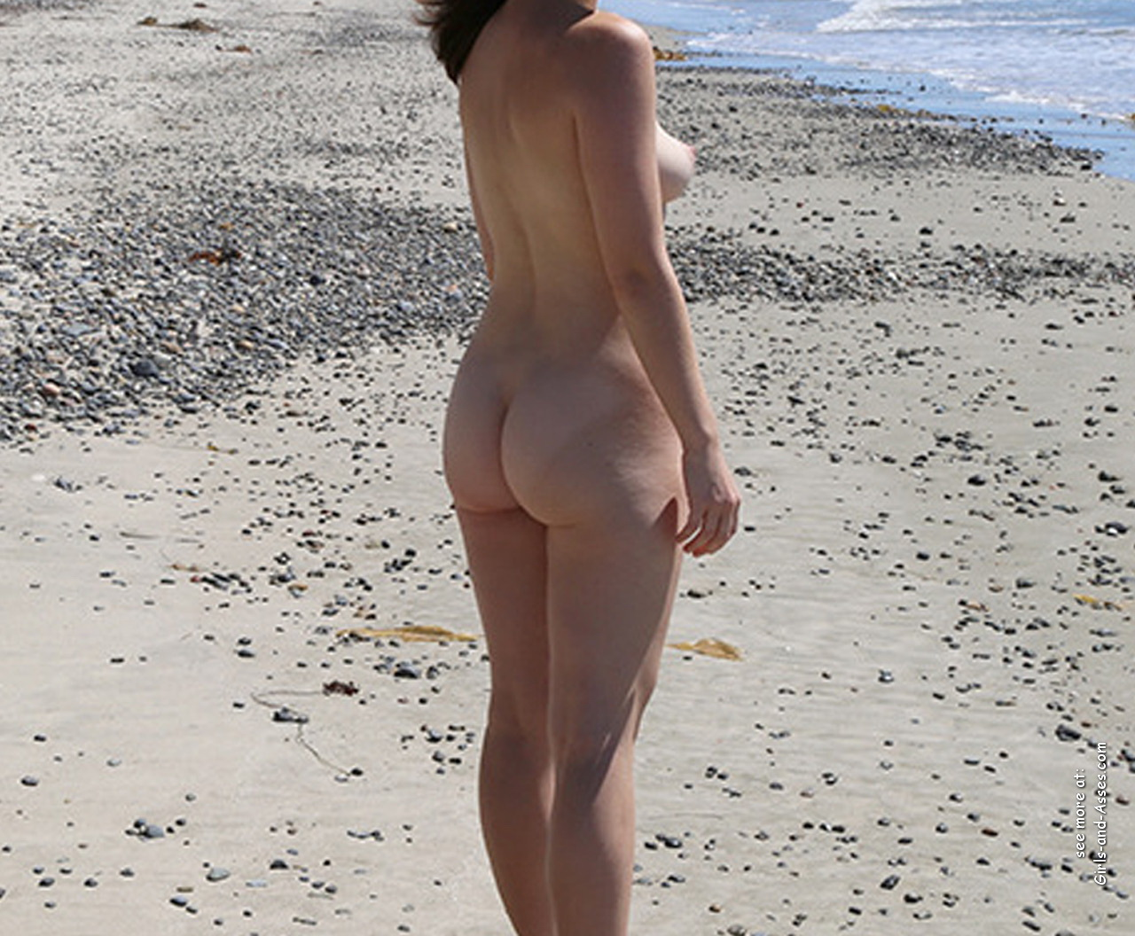 amatuer nude girl at the beach photography 03630
