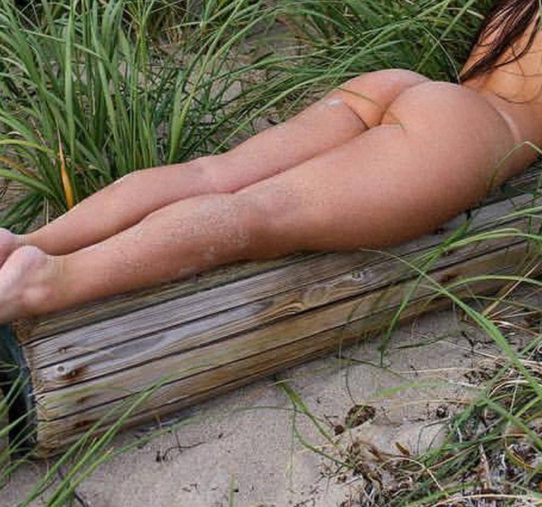 Amatuer nude girl at the beach photography 04031