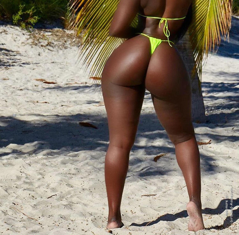 big booty black women at the beach photo 04561