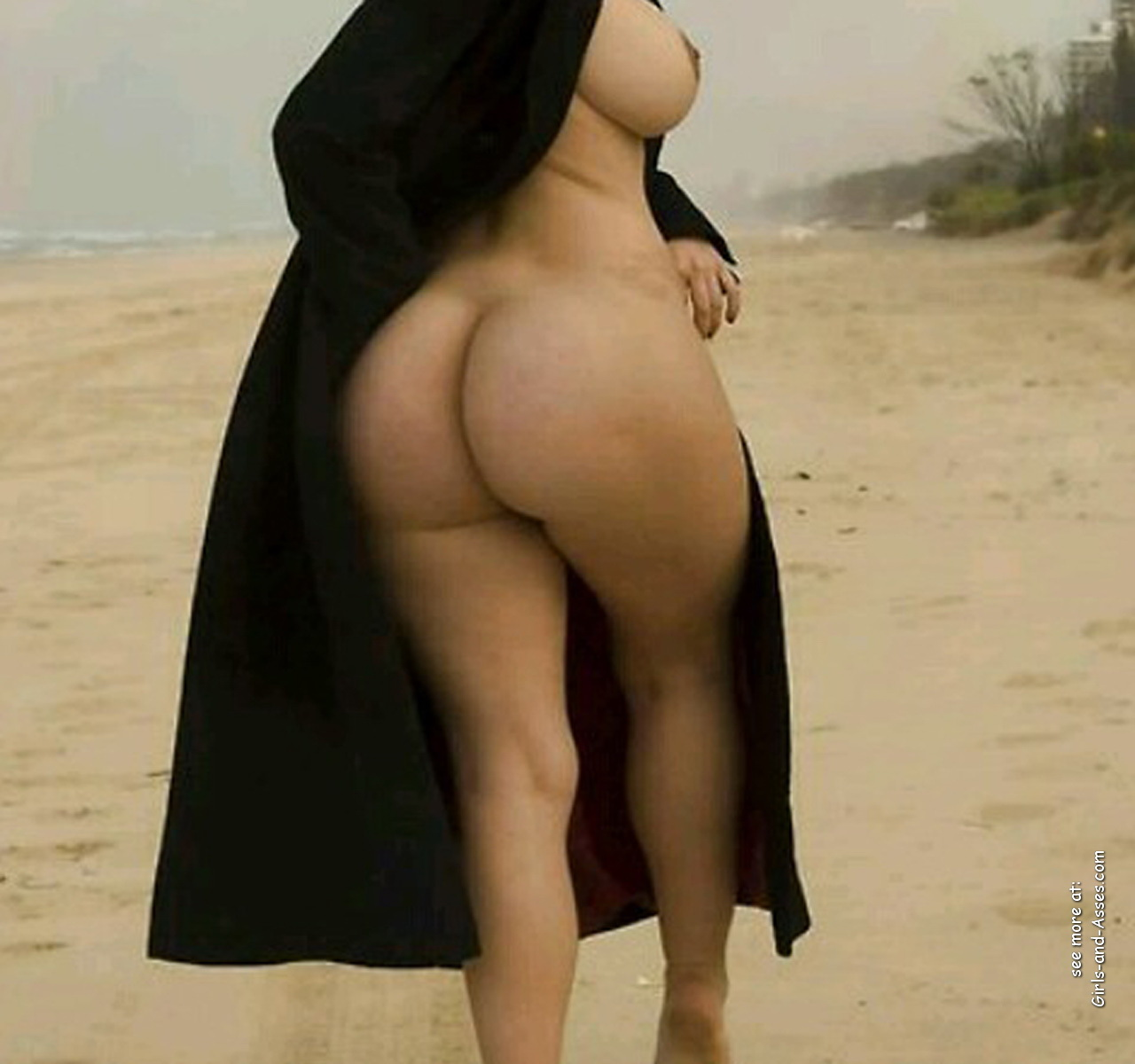 big booty naked women at the beach photo 01639