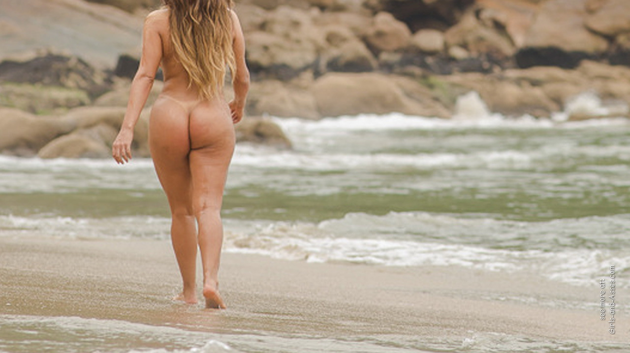 big booty naked women at the beach photo 02340