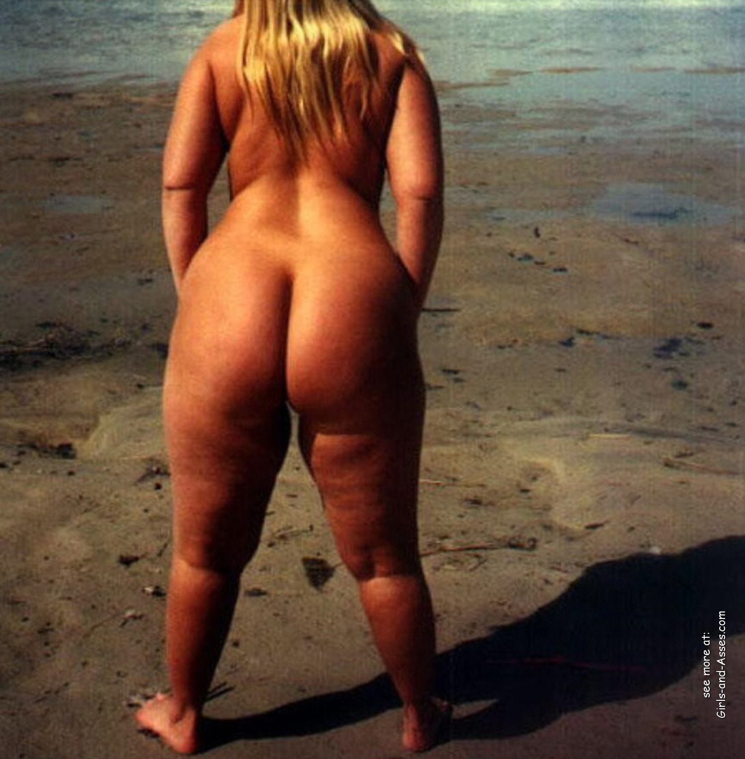 big booty naked women at the beach photo 03342