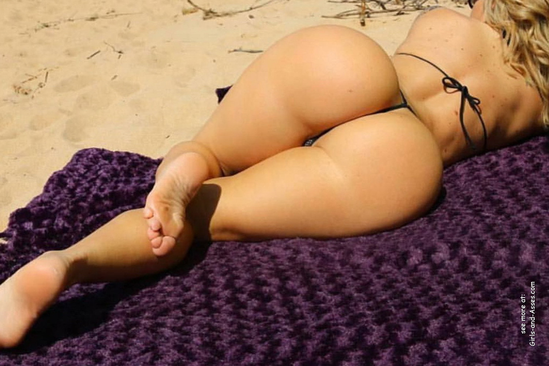 big booty white women at the beach photo 00838