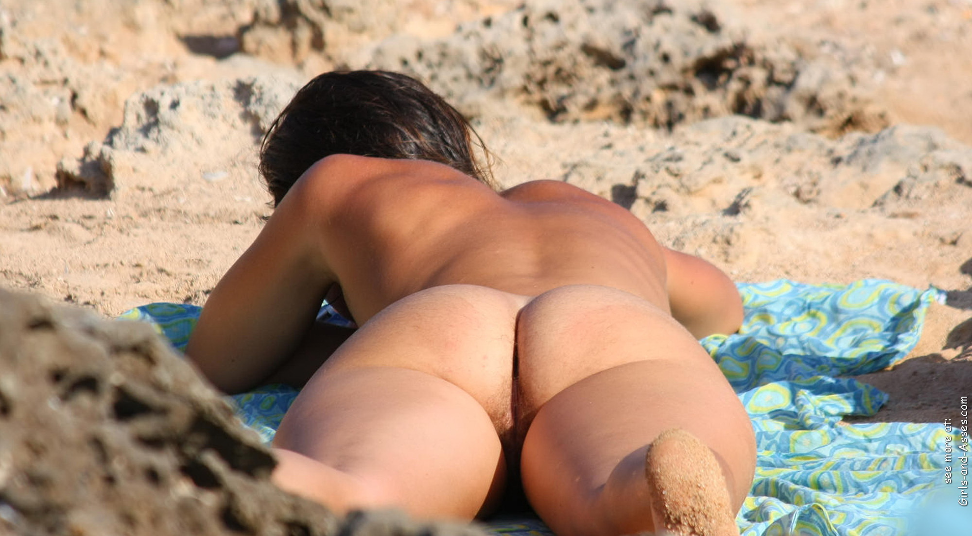 naked sunbathing tanning on the beach pic 00842