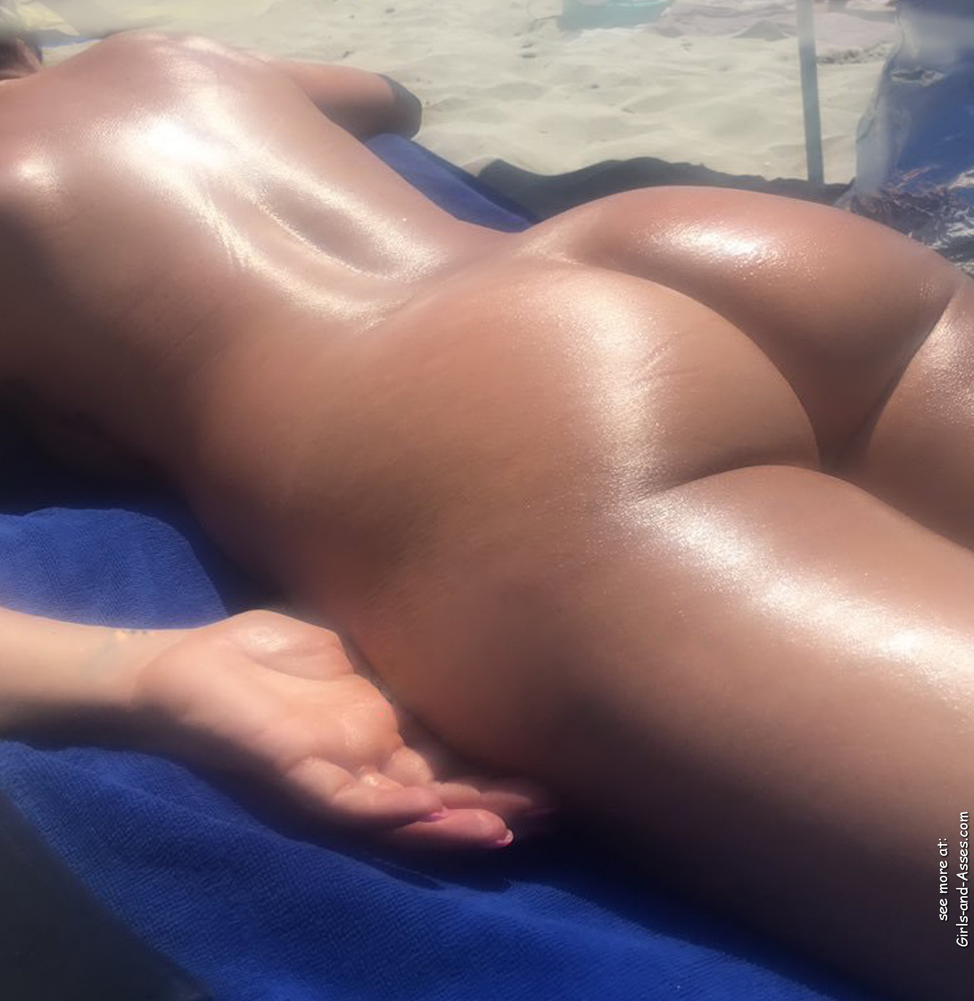 naked sunbathing tanning on the beach pic 01343