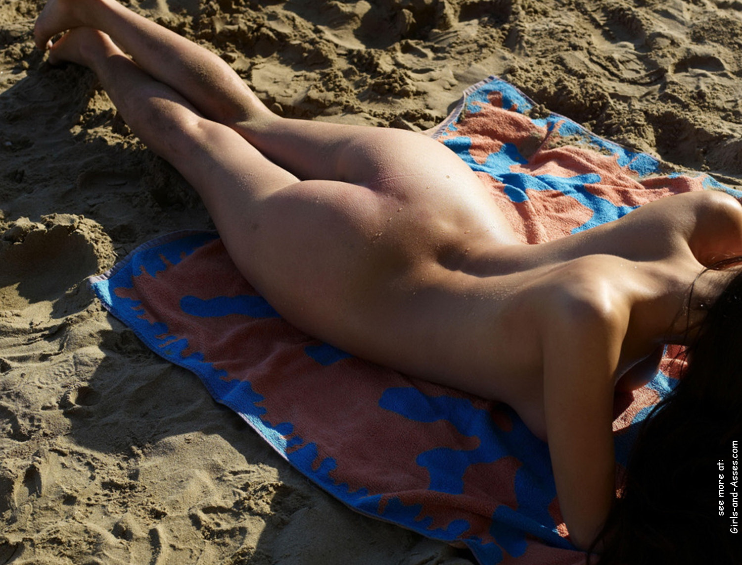 naked sunbathing tanning on the beach pic 02145
