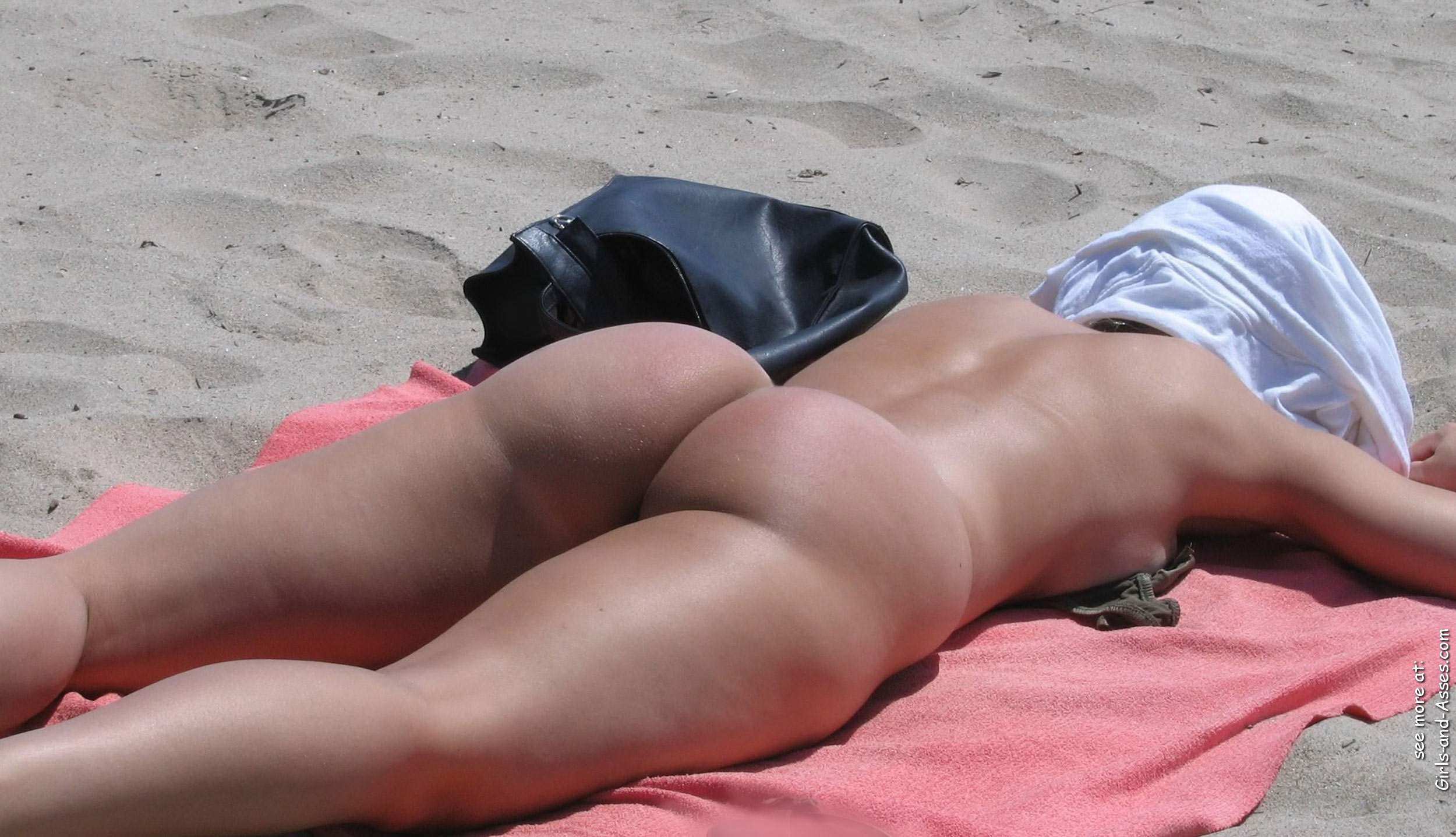 naked sunbathing tanning on the beach pic 02423