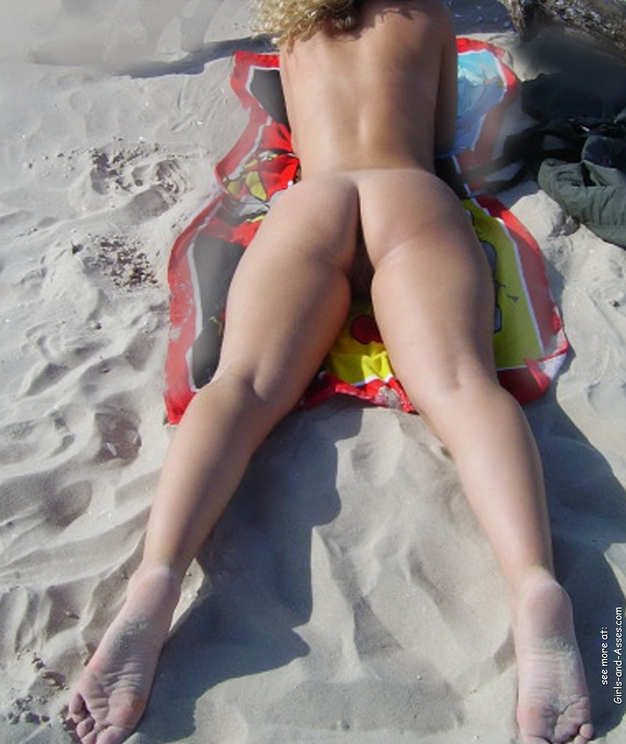 naked sunbathing tanning on the beach pic 03347