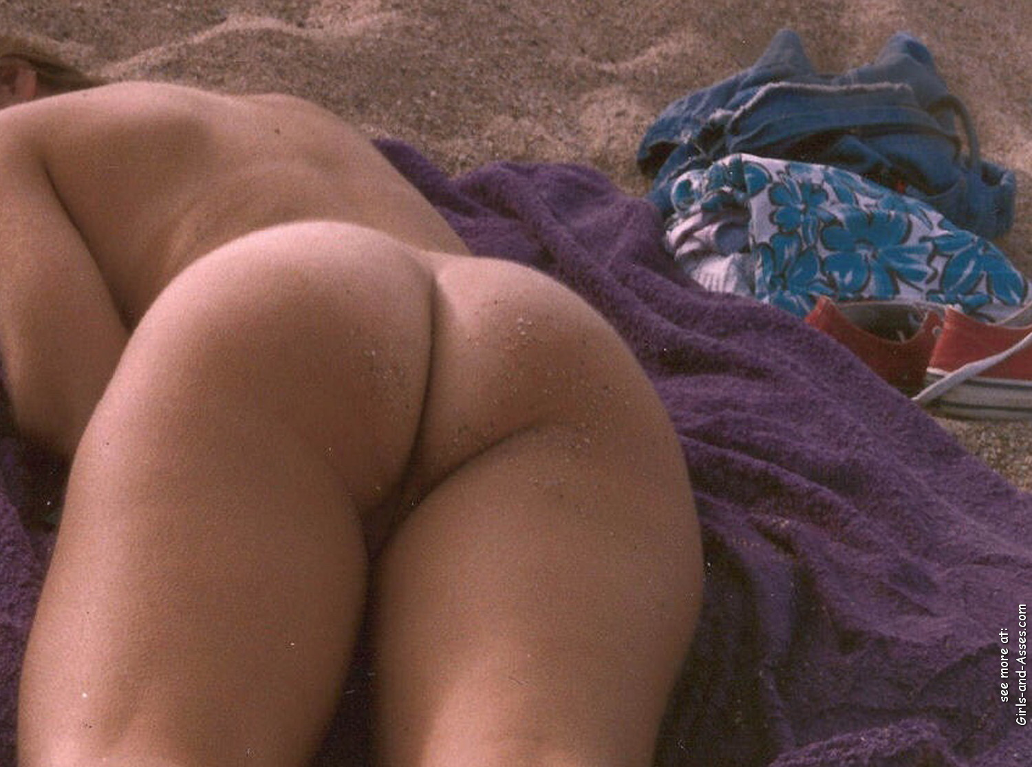 naked sunbathing tanning on the beach pic 03447