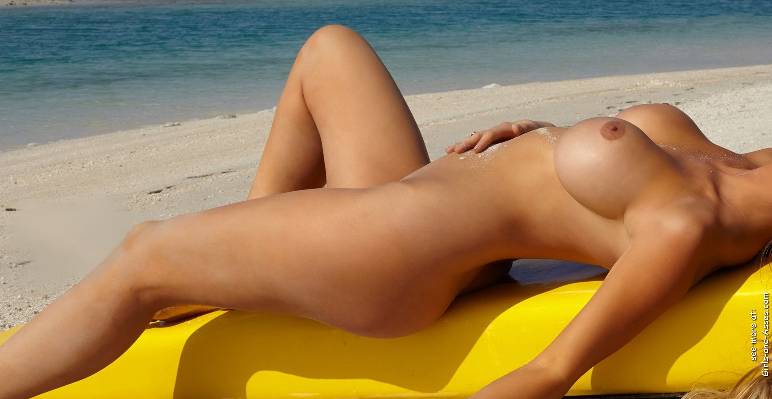 naked sunbathing tanning on the beach pic 03657