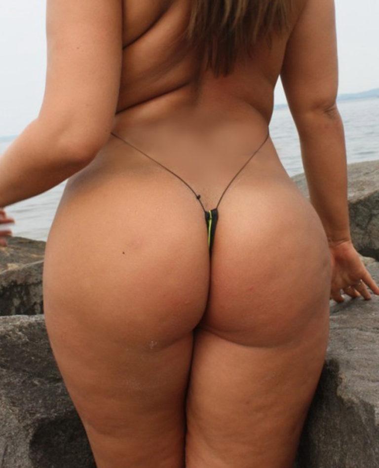 Sexy palg on the beach image 01641