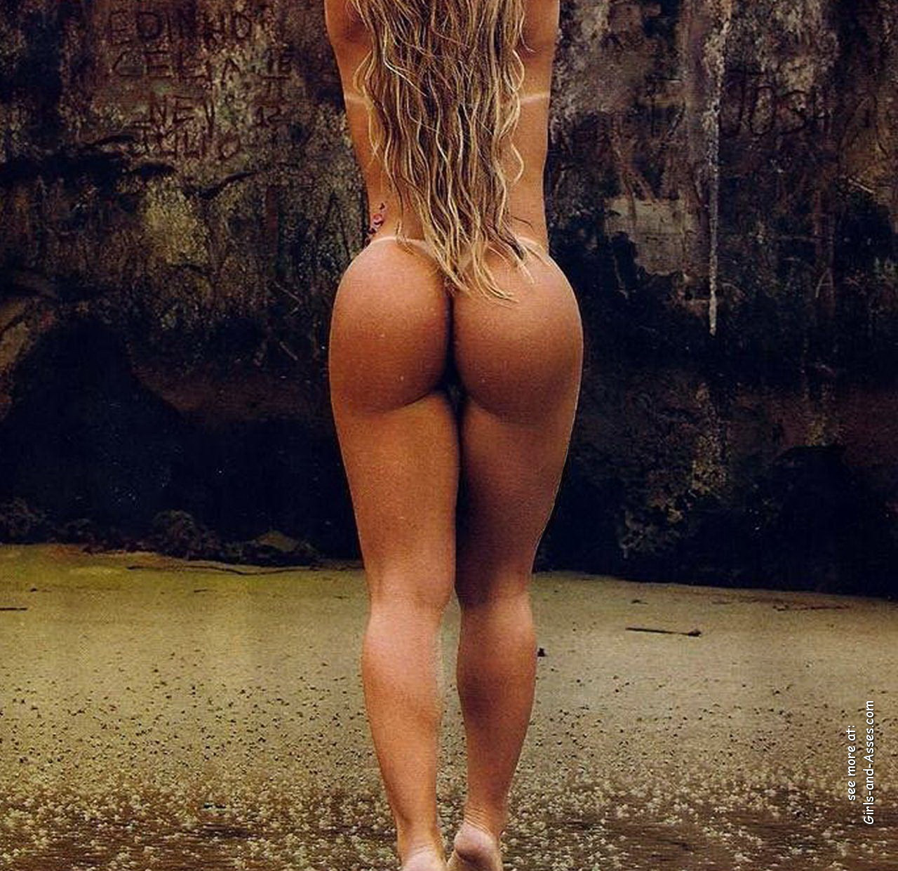 naked girl with big ass in a river picture 00129