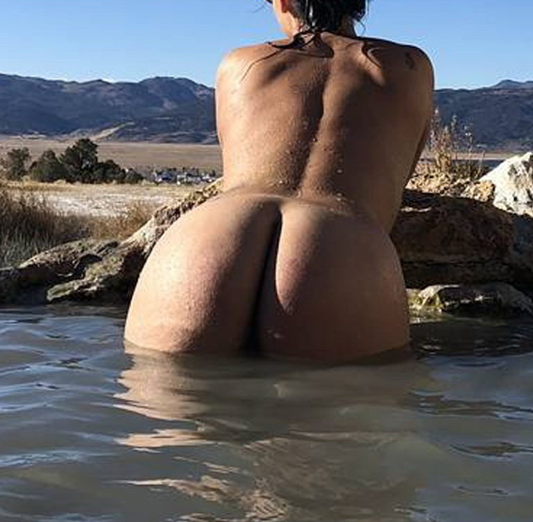 Naked girl with big ass in a river picture 00629