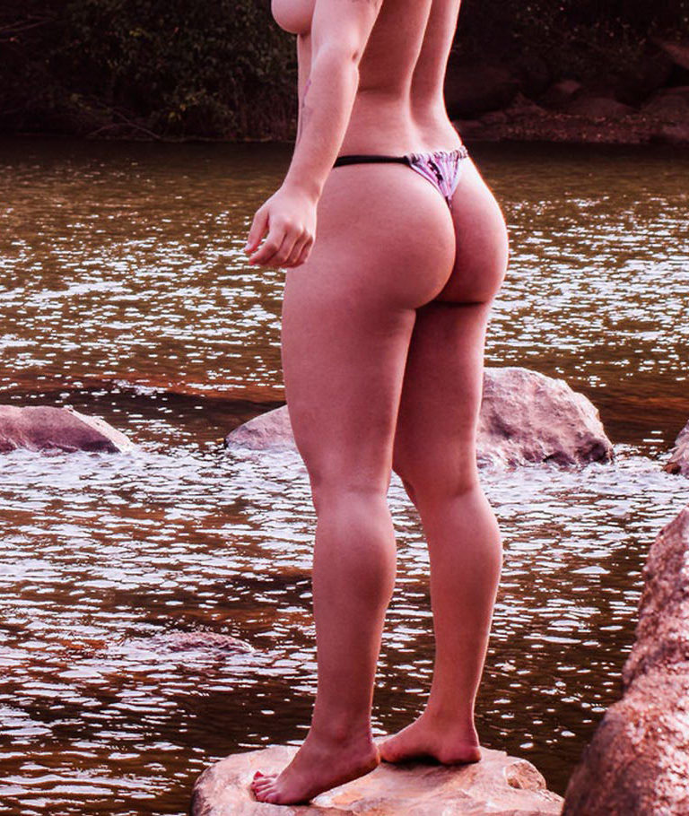 Naked girl with big ass in a river picture 01011