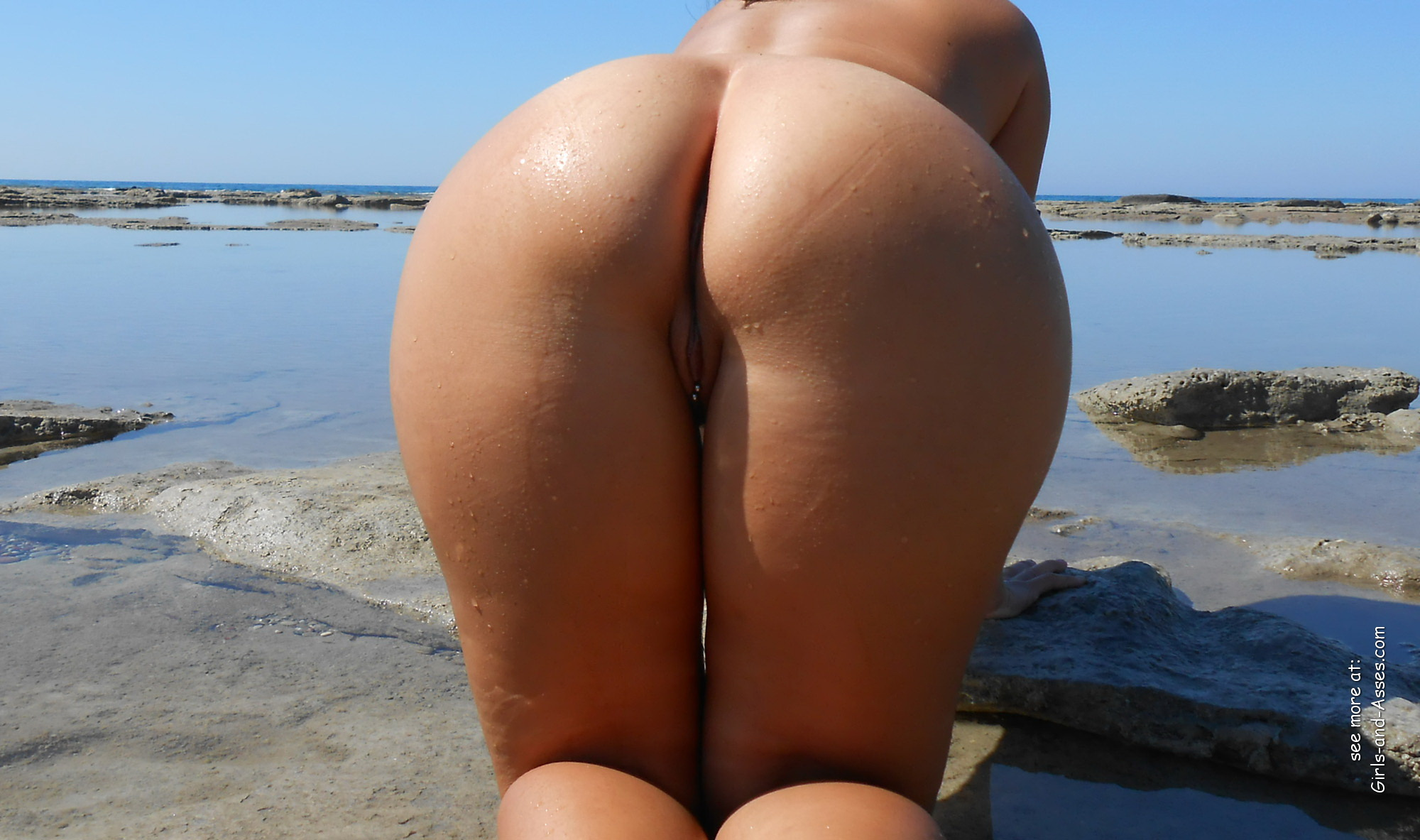 naked girl with big ass in a river picture 01331