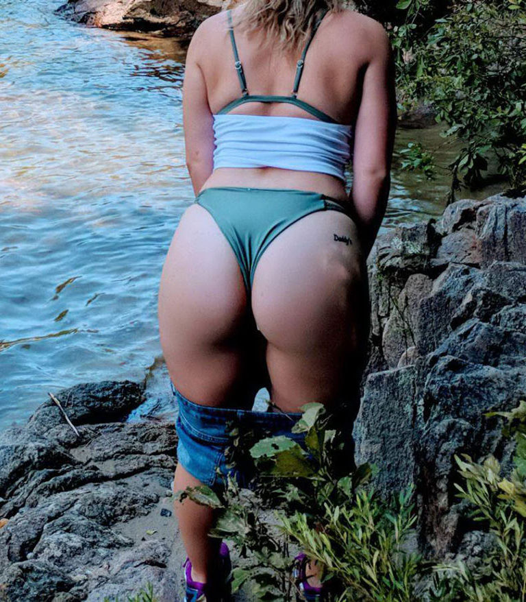 Naked girl with big ass in a river picture 01628