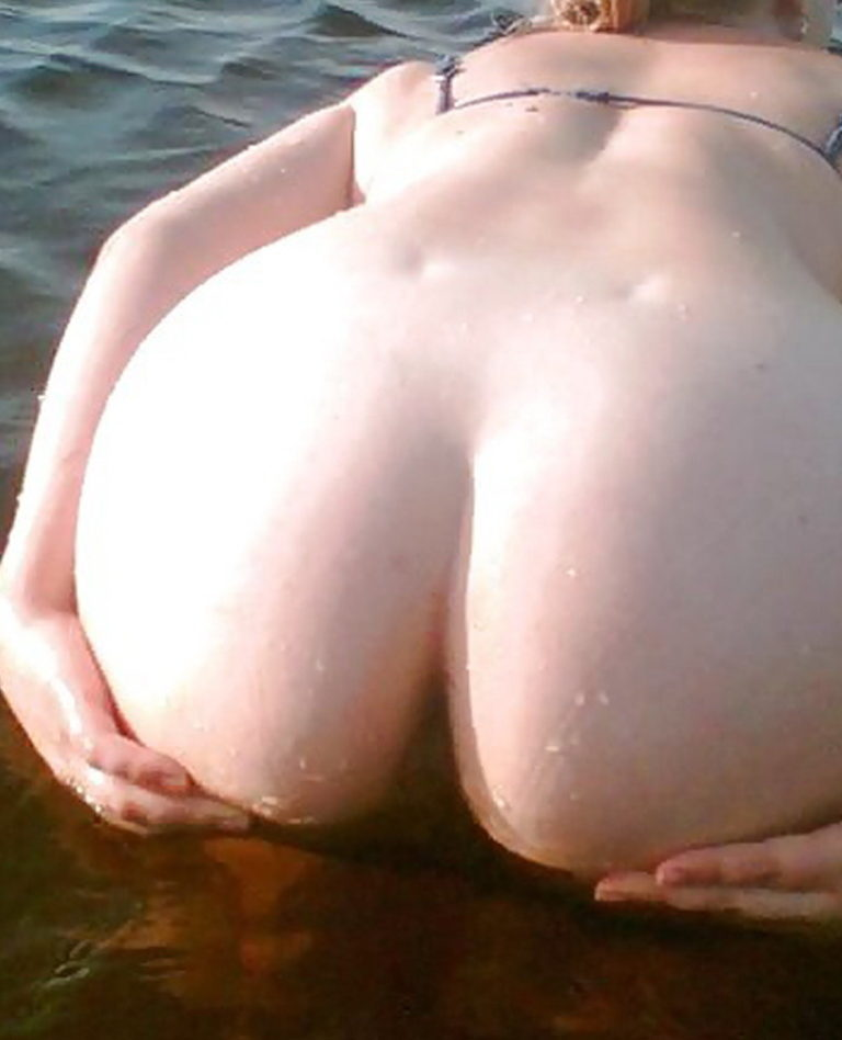 Naked girl with big ass in a river picture 02233