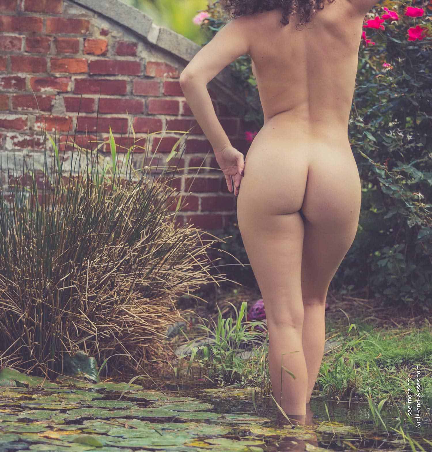 naked girl with big ass in a river picture 02409