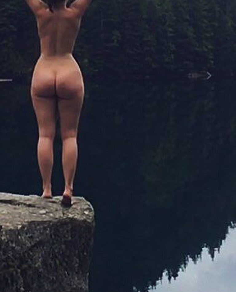 Naked girl with big ass in a river picture 02634
