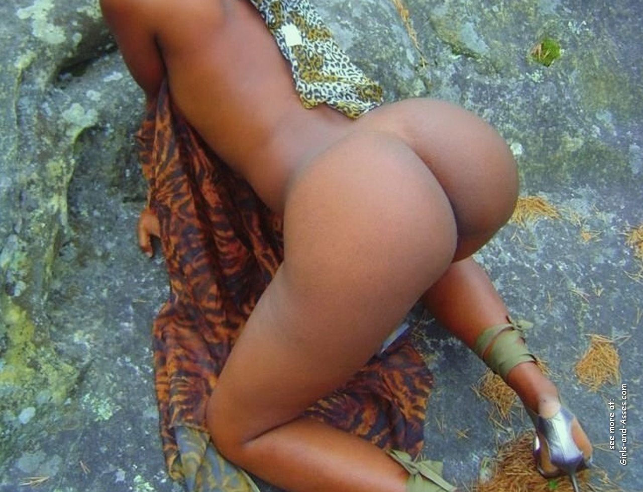 naked girl with big ass in a river picture 03135