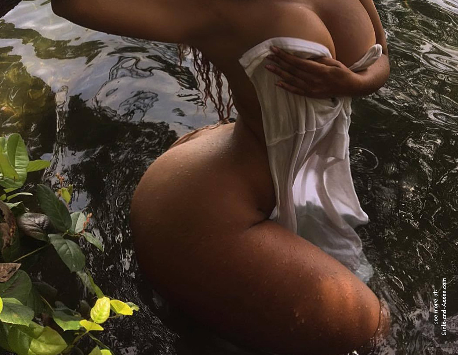 naked girl with big ass in a river picture 03535