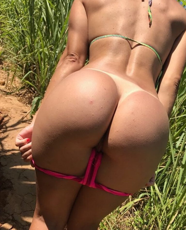 Naked girl with big ass in a river picture 05139