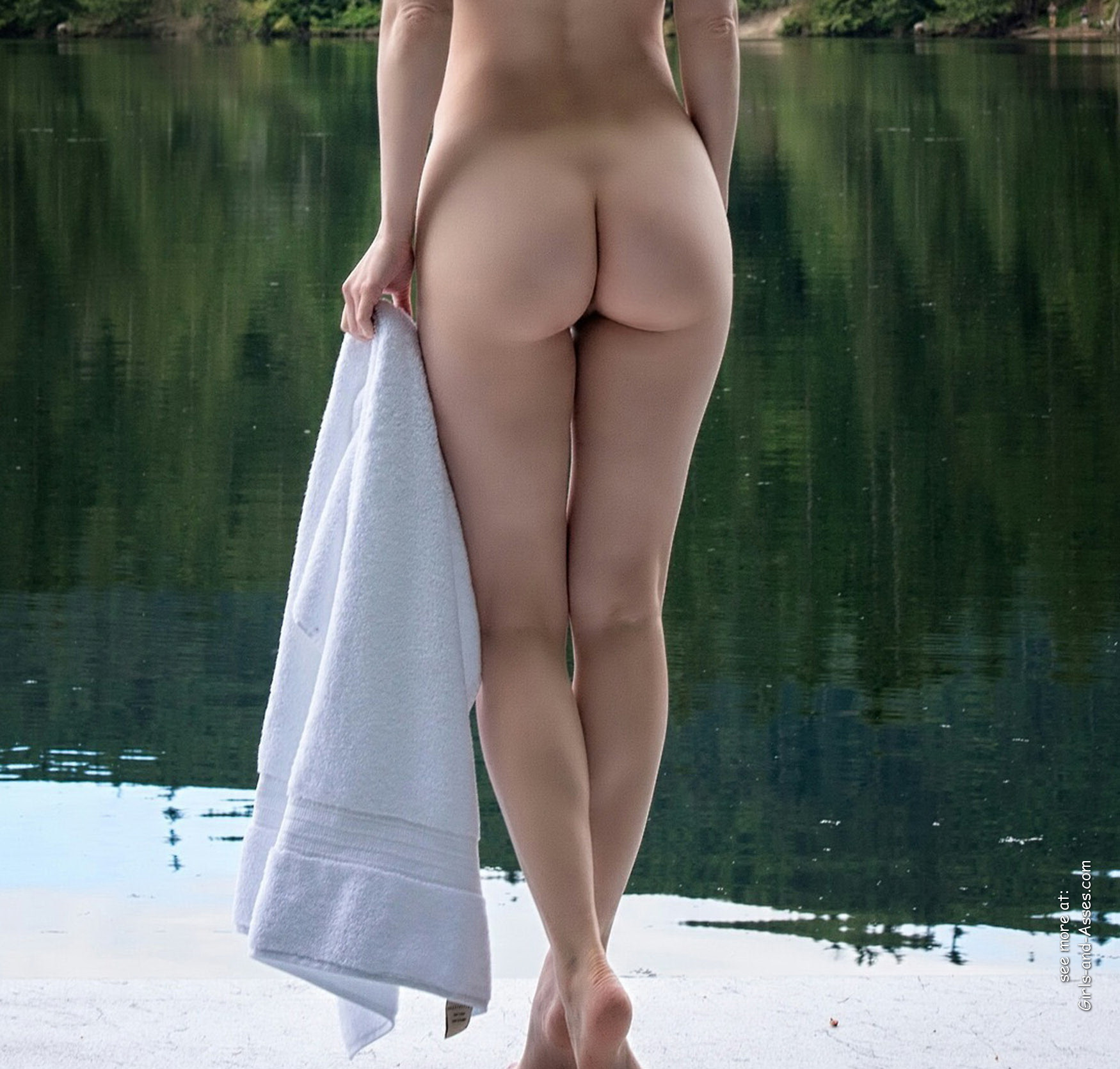 naked girl with cute butt on the river photo 00914