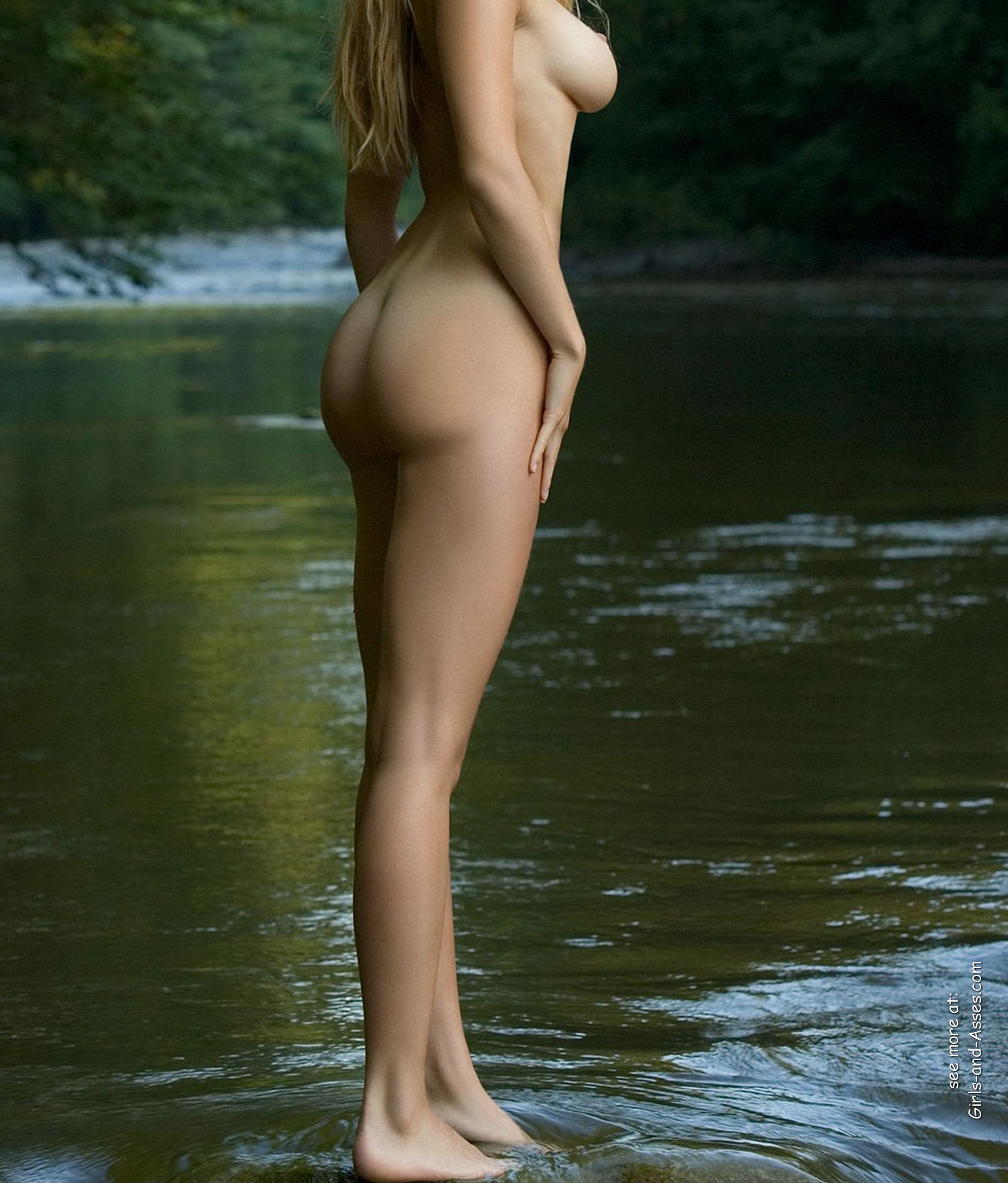 naked girl with cute butt on the river photo 01007