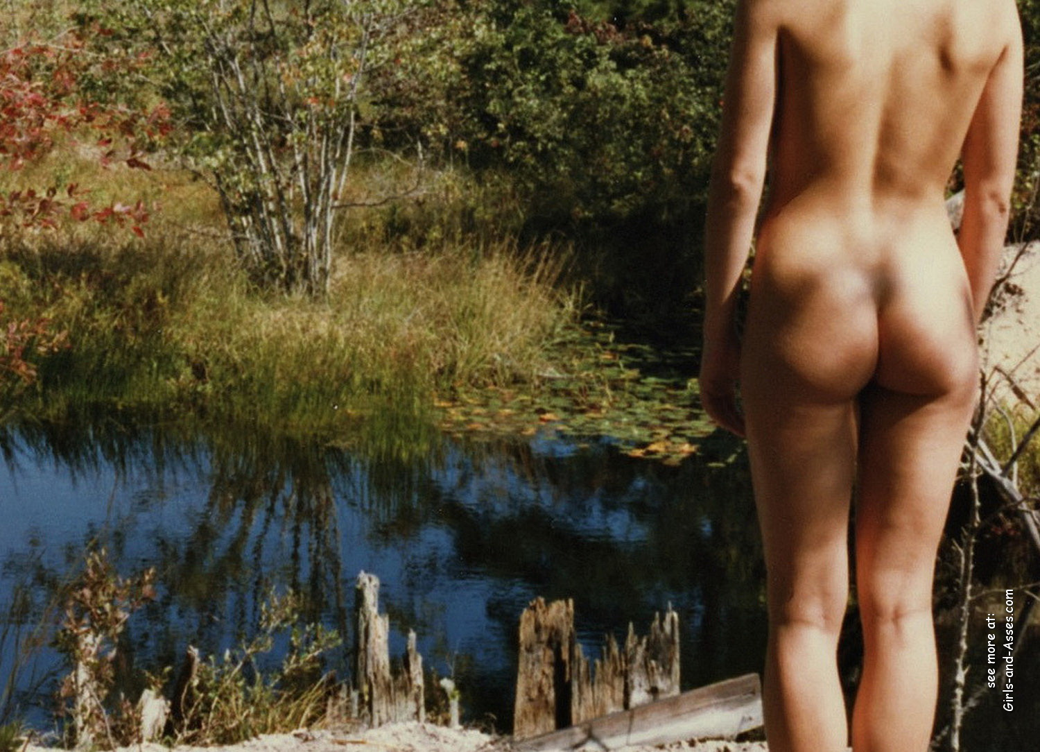 naked girl with cute butt on the river photo 03459